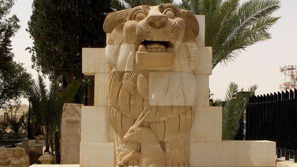 Lion in the garden of Palmyra Archeological Museum - Sputnik International
