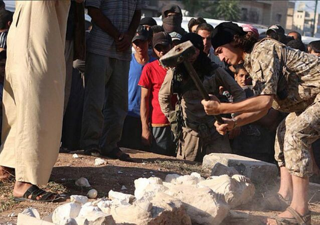 ISIS militants use heavy duty sledgehammers to destroy the historic statues in front of a large crowd, Palmyra