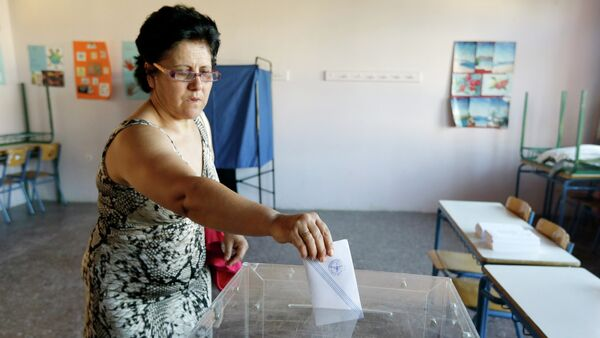 A woman casts her vote at a polling station in Athens, Sunday, July 5, 2015 - Sputnik International