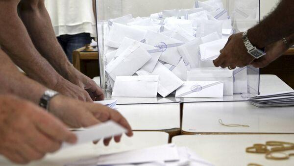 Voting officials count ballots - Sputnik International