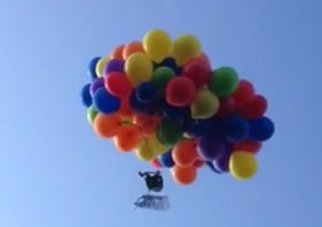 Balloon lawn chair flying over Calgary Stampede lands mischief charges for pilot