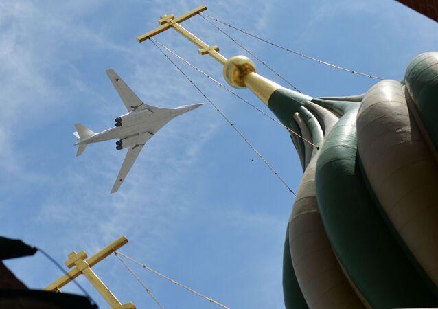 Cтратегический бомбардировщик-ракетоносец Ту-160 во время празднования 70-летия Победы в Великой Отечественной войне