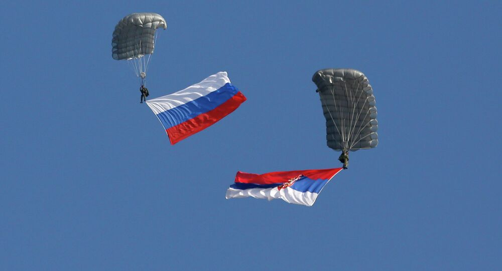 Serbian soldiers parachute from a transport helicopter with Russian, left and Serbian flags during the Russian-Serbian joint antiterrorist exercise. (File)