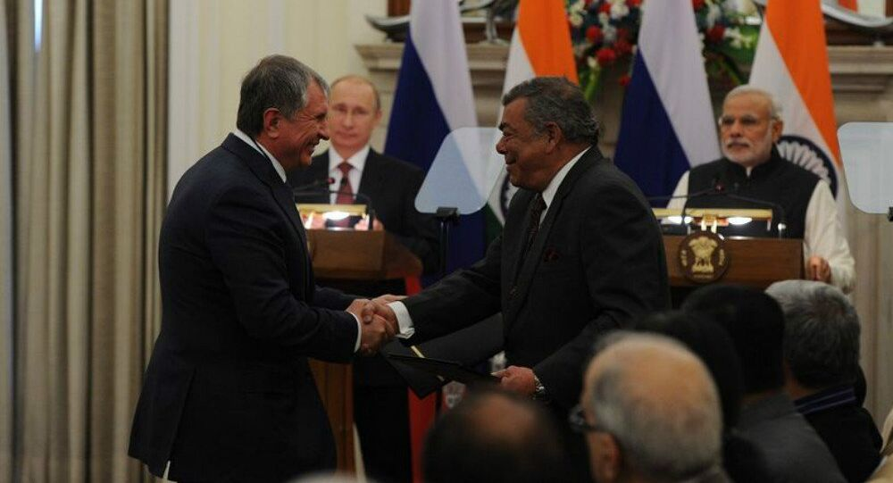 President of Rosneft Igor Sechin, left, and Chairman of Essar Shashi Ruia sign the agreement in New Delhi, December 11, in the presence of the President of the Russian Federation Vladimir Putin and the Prime-Minister of India Narendra Modi.