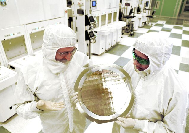 An alliance led by IBM Research has produced the semiconductor industry's first 7nm (nanometer) node test chips with functional transistors