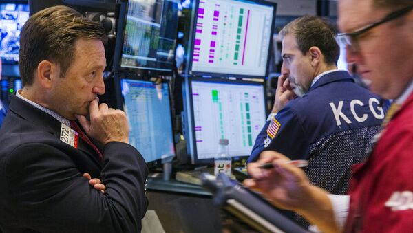 A New York Stock Exchange official monitors the action on the floor of the exchange shortly after the opening bell in New York, July 9, 2015 - Sputnik International