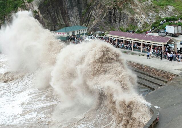 People gather to see huge waves as typhoon Chan-hom comes near Wenling, east China's Zhejiang province on July 10, 2015