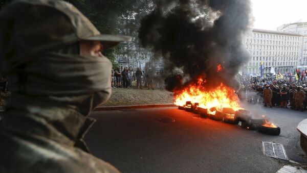 Tyres are set on fire during a rally held by members of the far-right radical group Right Sector, representatives of the Ukrainian volunteer corps and their supporters in central Kiev, Ukraine, July 3, 2015 - Sputnik International