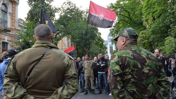 Members of the Pravy Sektor movement and their supporters rally in front of the Presidents administration in Kiev on July 11, 2015, in support of their comrades - Sputnik International