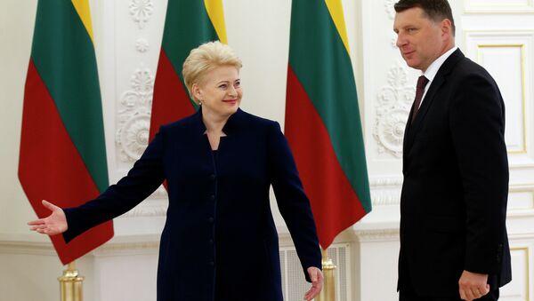 Dalia Grybauskaite and Raimonds Vejonis - Sputnik International