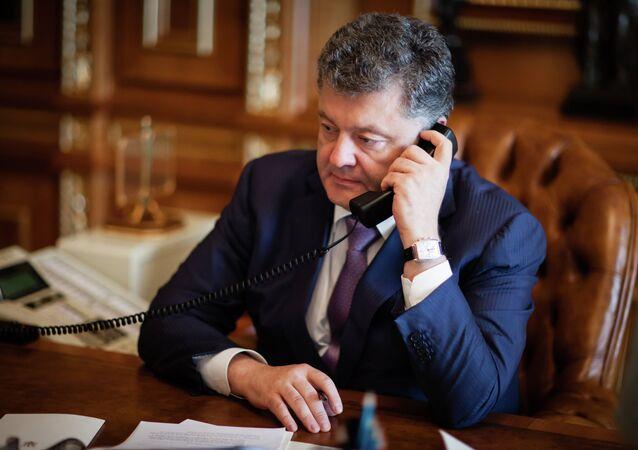 Petro Poroshenko speaks with Mark Rutte
