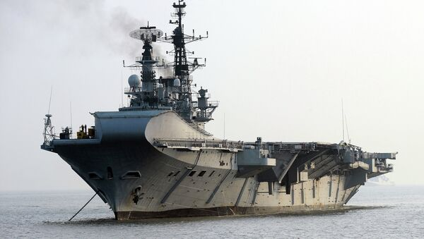 Indian Navy's aircraft carrier INS Viraat is anchored off Mumbai harbour after an operational demonstration as a pre-cursor to the upcoming President's Fleet Review ( PFR-11) on November 14, 2011 - Sputnik International
