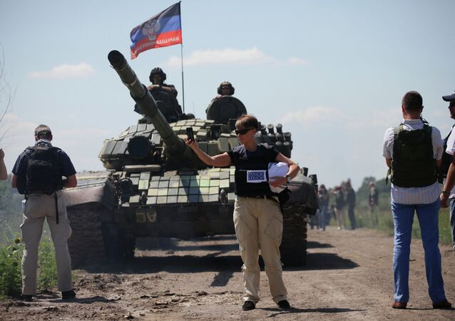 Members of OSCE Mission control the withdrawal of heavy weapons of independence supporters from the line of contact with Ukrainian forces near the western Ukrainian city of Donetsk on July 19, 2015