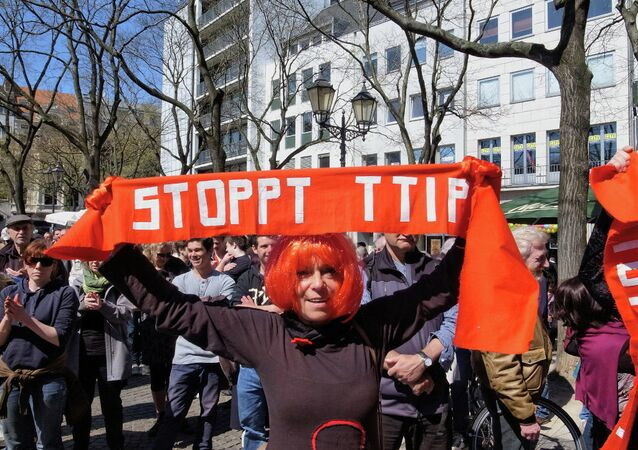The US and some European Union enterprises seek to conclude the TTIP deal to lower consumer protection, environmental and social standards.