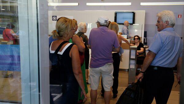 Customers wait to be served inside an Alpha Bank branch in Athens, Monday, July 20, 2015 - Sputnik International