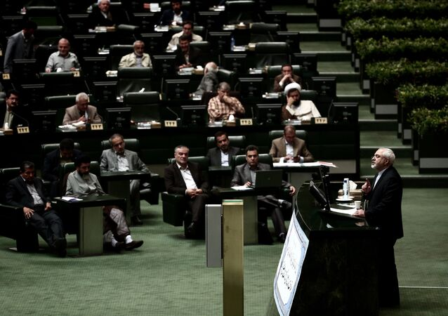 Iran's Foreign Minister Mohammad Javad Zarif (R) speaks in the parliament in Tehran on July 21, 2015 to defend last week's Vienna accord which will see the lifting of sanctions imposed on Iran because of its nuclear programme