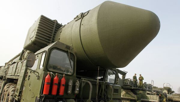 Topol M missile system shown at Alabino range near Moscow - Sputnik International