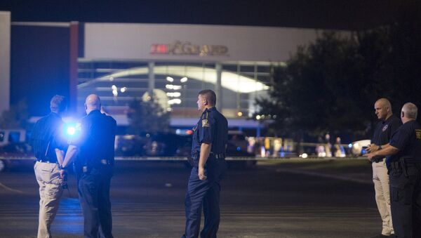 Officials stand by the scene outside the movie theatre where a man opened fire on film goers in Lafayette, Louisiana July 23, 2015 - Sputnik International