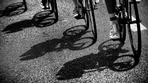 Cyclists ride during the 223.5 km fourth stage of the 102nd edition of the Tour de France cycling race on July 7, 2015, between the Belgian city of Seraing and Cambrai, northern France.  - Sputnik International