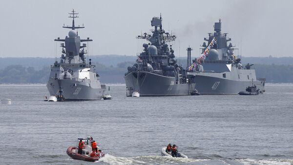 (L-R) Russian navy corvette Steregushchy, destroyer Nastoichivy and frigate Admiral Gorshkov are anchored in a bay of the Russian fleet base in Baltiysk in Kaliningrad region, Russia, July 19, 2015 - Sputnik International