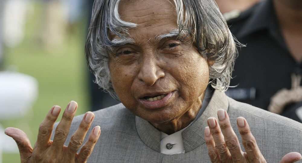 India's outgoing President A P J Abdul Kalam gestures while meeting guests during a reception at the Presidential palace in New Delhi, 22 July 2007