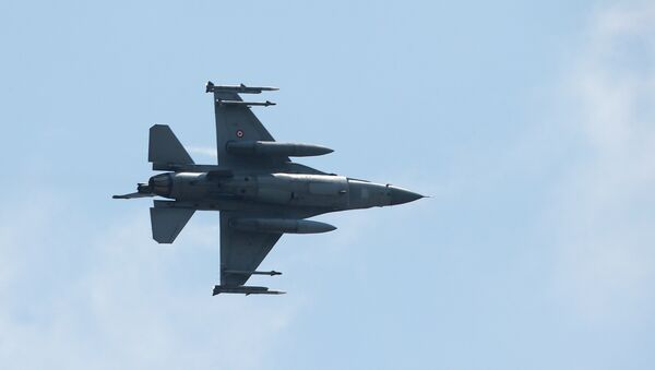 A missile-loaded Turkish Air Force warplane takes off from the Incirlik Air Base, in the outskirts Adana, south-eastern Turkey, Tuesday, July 28, 2015 - Sputnik International