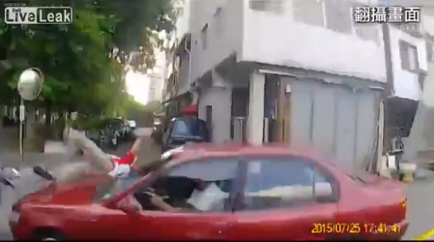 Police Chase Scooter Driver ..... Karma Strikes