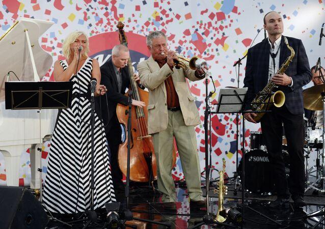 The singer Irina Rodiles, jazzman Viktor Arzu Guseinov and Sergei Golovnya, art director of the international Koktebel Jazz Party performing at the Koktebel Jazz Party in Moscow