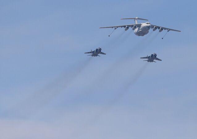 An Ilyushin Il-78 Midas air force tanker and Mikoyan-Gurevich MiG-31 Foxhound fighter-interceptors