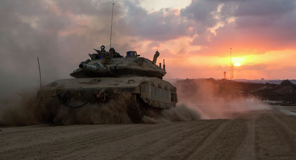 An Israeli Merkava tank rolls back from the Gaza Strip to an army deployment near Israel's border with the Palestinian enclave on August 3, 2014