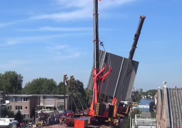 Cranes Collapse on Buildings in Norway