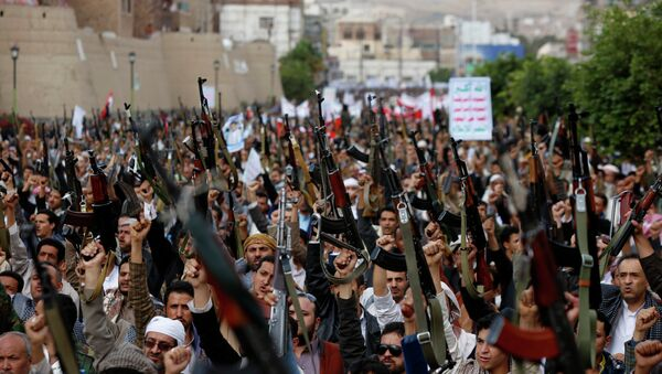 Shiite rebels known as Houthis hold up their weapons as they chant slogans during a rally against Saudi-led airstrikes in Sanaa, Yemen. - Sputnik International