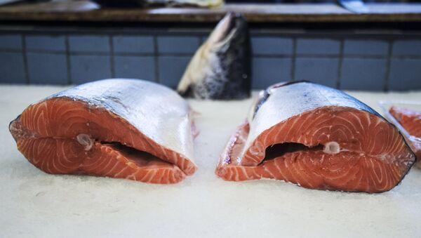 Cut fish in the sea food department at the Dorogomilovsky market in Moscow - Sputnik International