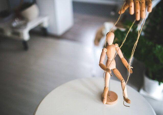 Puppet manipulation