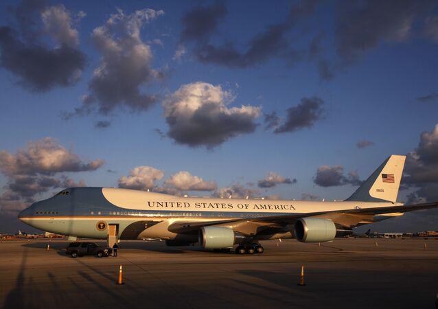 Самолет президента США в аэропорту Майами