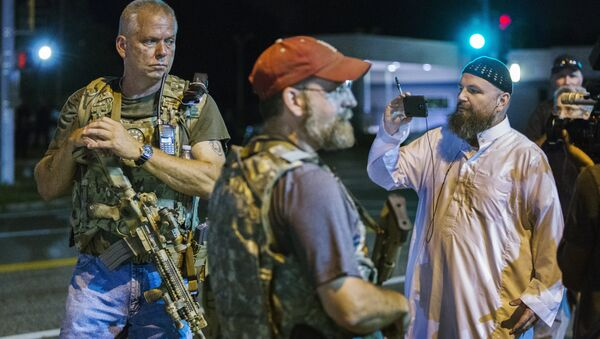Members of the Oath Keepers walk with their personal weapons on the street during protests in Ferguson, Missouri August 11, 2015. - Sputnik International