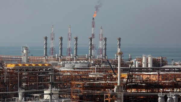 This picture taken on Wednesday, Jan. 22, 2014, shows a partially constructed gas refinery at the South Pars gas field on the northern coast of Persian Gulf in Asalouyeh, Iran - Sputnik International