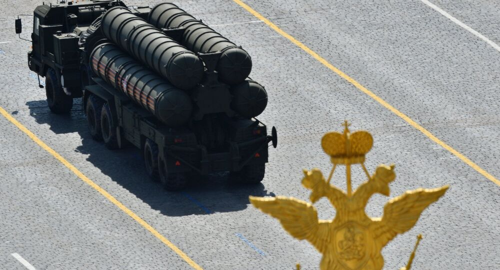 An S-400 Triumph / SA-21 Growler medium-range and long-range surface-to-air missile system