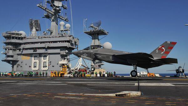 F-35C landing on USS Nimitz (CVN-68) in November 2014 - Sputnik International