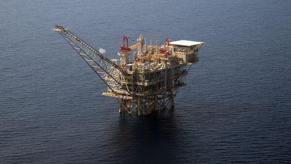 An aerial view taken on July 30, 2015 shows the Tamar Israeli gas-drill platform in the Mediterranean Sea off the coast of Israel - Sputnik International