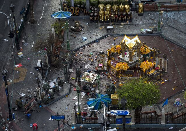 Experts investigate the Erawan shrine at the site of a deadly blast in central Bangkok, Thailand, August 18, 2015