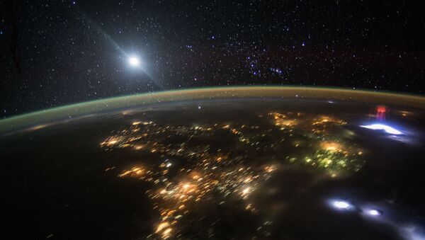 An astronaut flying over Central America in the International Space Station earlier this month captured this photo of the nighttime sky above Earth. - Sputnik International