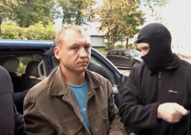 Employee of the Tartu Department of Estonian Security Police (KAPO) Eston Kohver (center) detained in the Pskov Region near the building of Moscow's Lefortovo Court