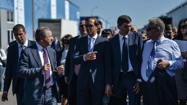 Russian Minister of Industry and Trade Denis Manturov (center) attends the final rehearsal of the opening of the MAKS 2015 International Aviation and Space Salon - Sputnik International
