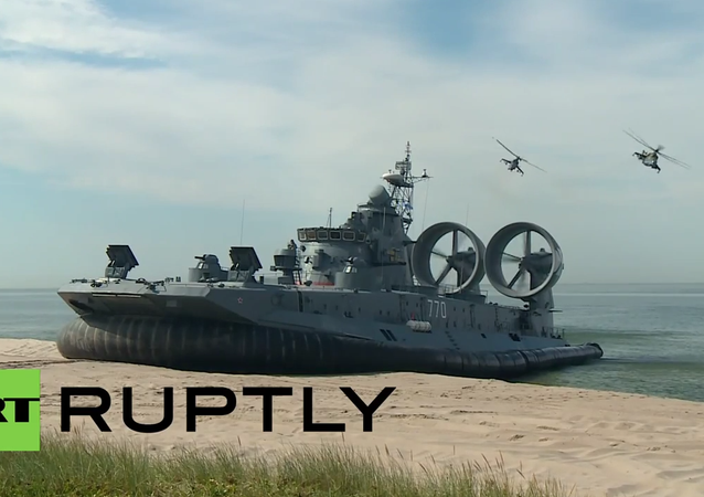 Real Sea Monster! Watch World's Biggest Hovercraft Storming a Shore