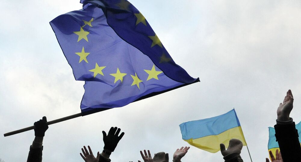 Students wave flags of the European Union and Ukraine. File photo