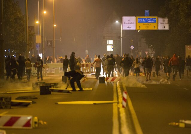 Right wing protesters who are against bringing asylum seekers to an accomodation facility run down a street in Heidenau, Germany August 22, 2015