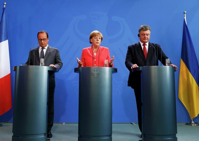 German Chancellor Angela Merkel, French President Francois Hollande (L) and Ukrainian President Petro Poroshenko speak to media after their meeting in the Chancellery in Berlin, Germany, August 24, 2015