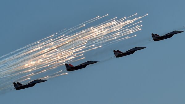 Russian aerobatic group Strizhi (Swifts) performs on MIG-29 jet fighters during the MAKS-2015, the International Aviation and Space Show, in Zhukovsky, outside Moscow, on August 25, 2015 - Sputnik International