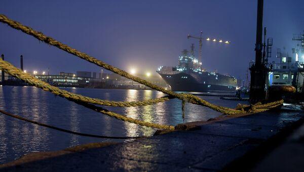 The Sevastopol amphibious assault ship of the Mistral class at the STX Europe shipyard in Saint-Nazaire - Sputnik International